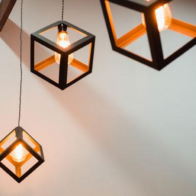 Lampen mit kubischen Rahmen