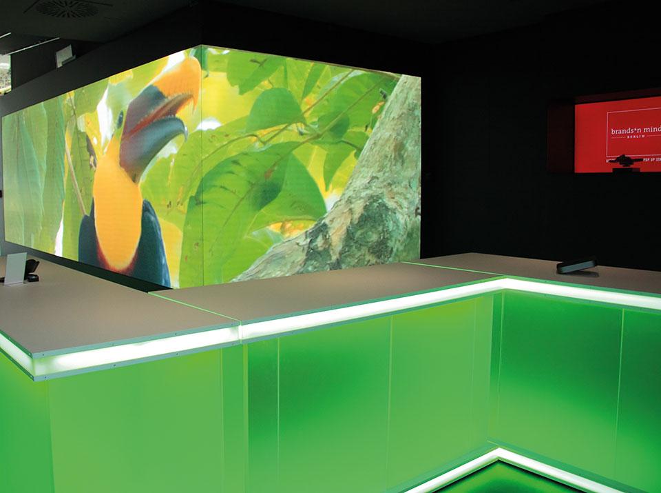 brandsn mind LED Wand mit Theke grün