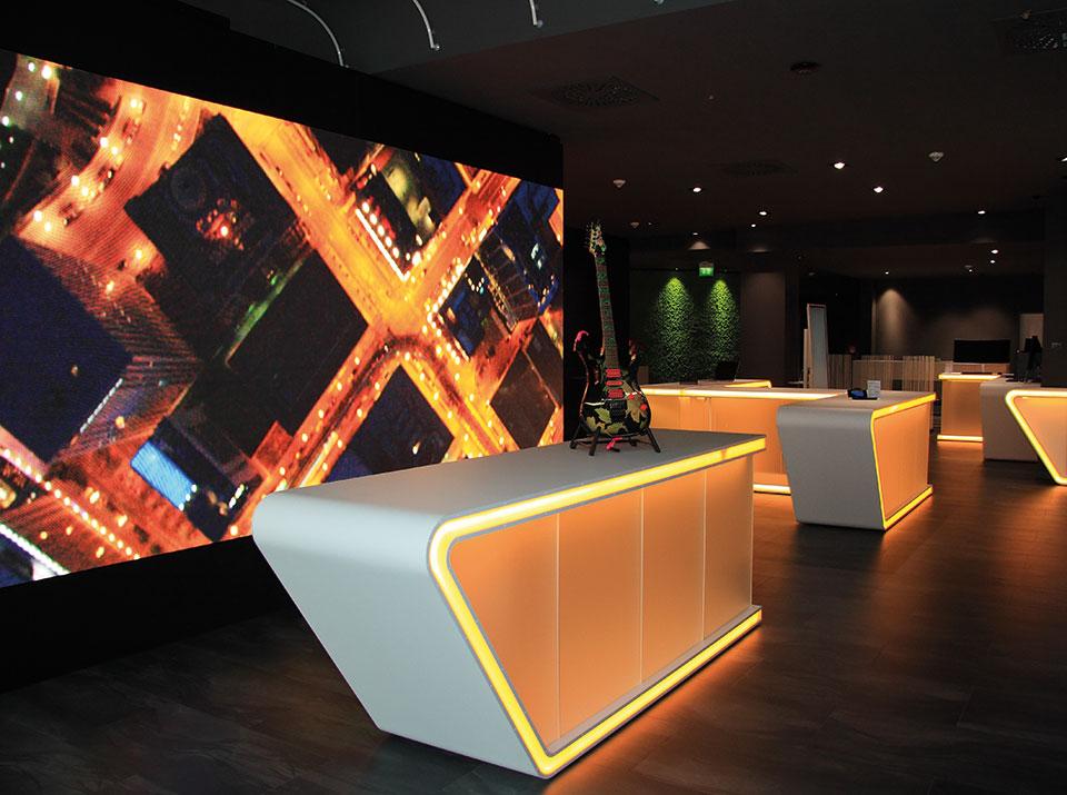 brandsn mind Übersicht mit LED Wand dunkles orange 1