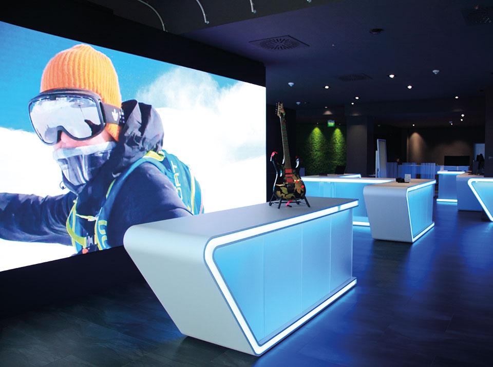 brandsn mind Übersicht mit LED Wand blau