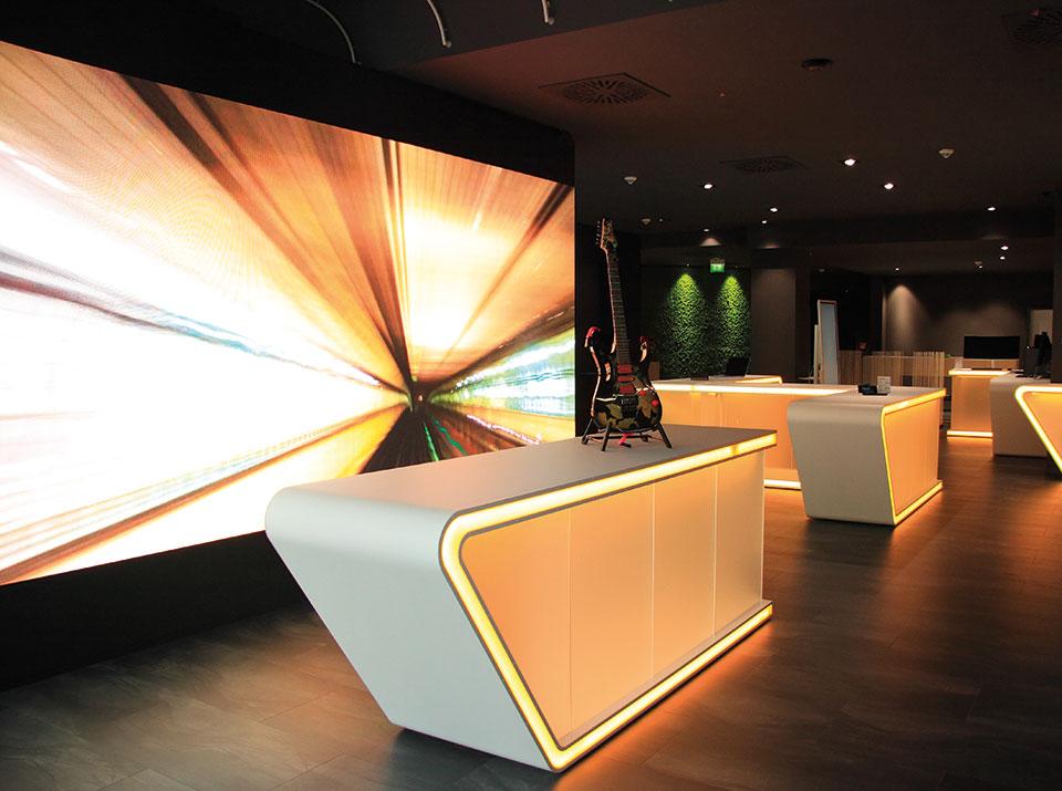 brandsn mind Übersicht mit LED Wand orange