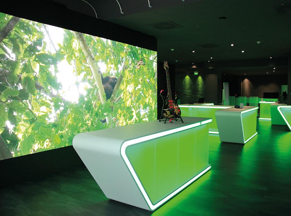 brandsn mind Übersicht mit LED Wand grün