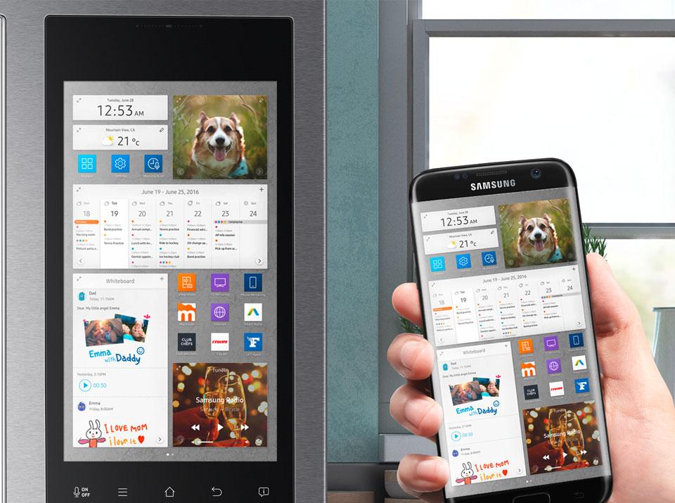 Samsung Family Hub geschlossen mit Bedienungsbeispiel groß